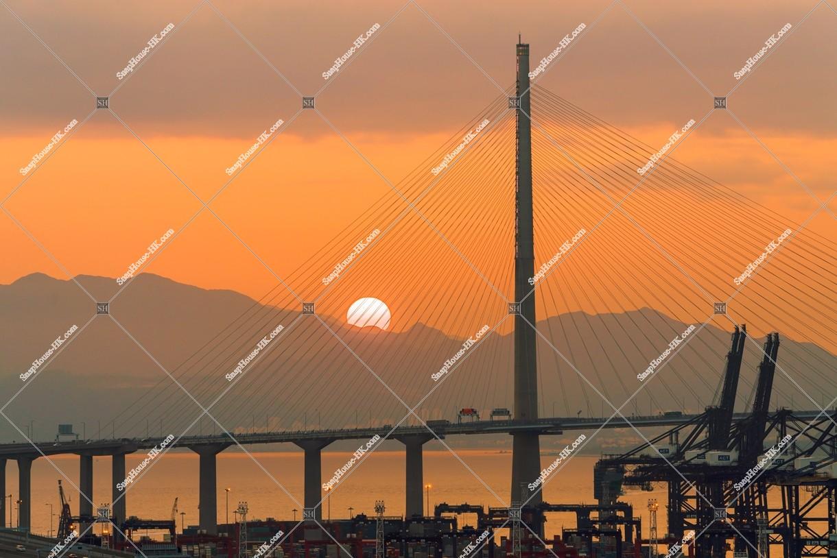 夕陽と昂船洲大橋(ストーンカッターズ橋) その① | 香港の写真素材 ...