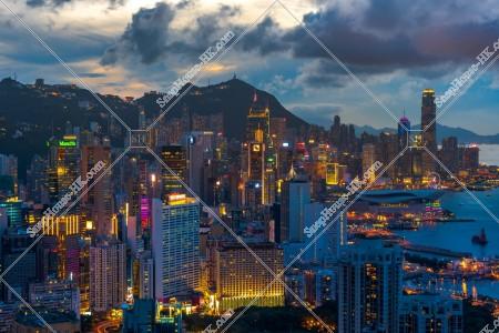 銅鑼灣からセントラル(中環)の高層ビル群の夜景 その②