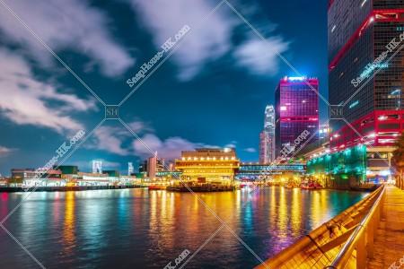 上環 夜の香港マカオフェリーターミナルと信德中心