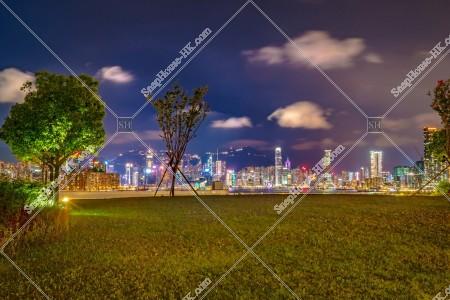 夜の啟德郵輪碼頭と香港島の風景