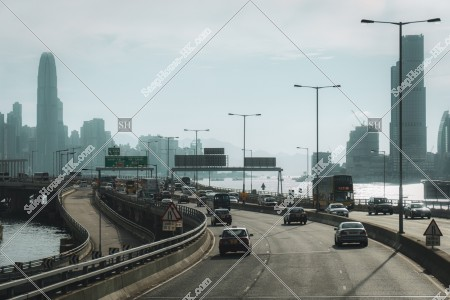 香港島の東區走廊の道路と高層ビル群の風景