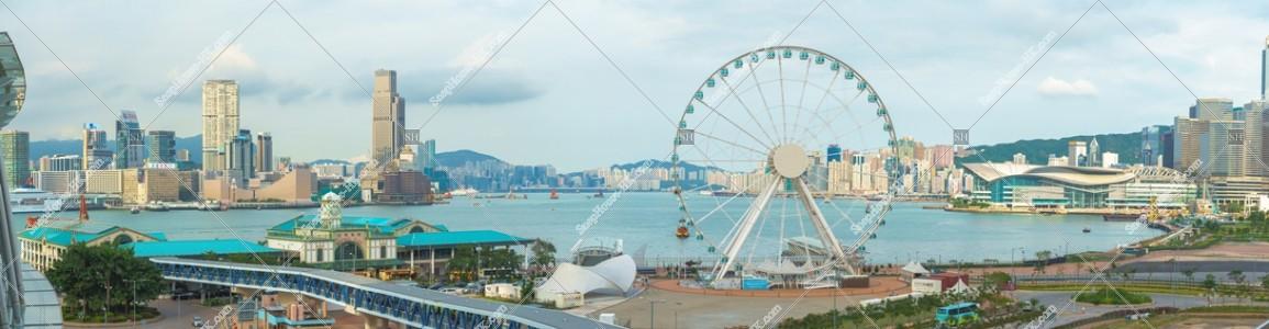 セントラル(中環) 香港観覧車とフェリー乗り場のパノラマ風景