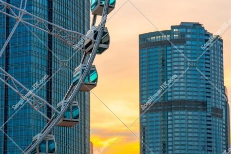 セントラル(中環) 夕方の香港観覧車との高層ビル その①