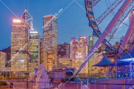 セントラル(中環) 日没後の香港観覧車との高層ビル群 その②
