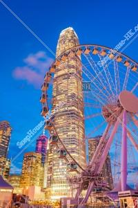 セントラル(中環) 日没後の香港観覧車とのifc2