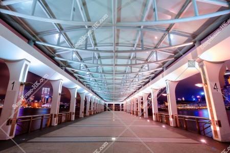 夜のセントラルフェリー乗り場(中環碼頭) その②