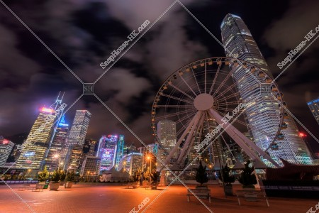 セントラル(中環) 夜の香港観覧車と高層ビル群 その⑤