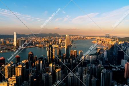 ヴィクトリア・ピークから見る香港の都市の夕景 その①