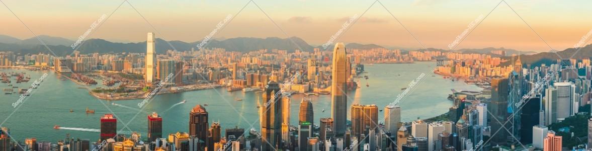 ヴィクトリア・ピークから見る香港の都市のパノラマ夕景 その①