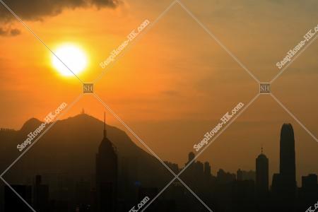 夕日と高層ビル その①