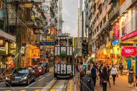 銅鑼湾(銅鑼灣)  波斯富街(英:Percival Stresst)と香港トラム
