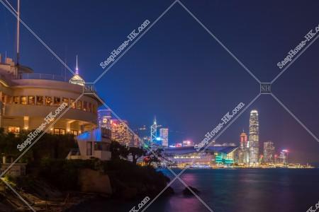 ロイヤル・ホンコン・ヨットクラブ(香港遊艇會/Royal Hong Kong Yacht Club)とセントラル(中環)の」高層ビル