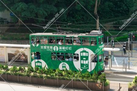 セントラル(中環)付近の駅に停車する香港トラム