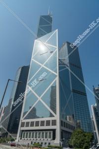 真下から見上げる中国銀行タワー