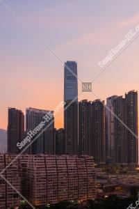 西九龍の高層ビル群の夕方の風景(北東から撮影)