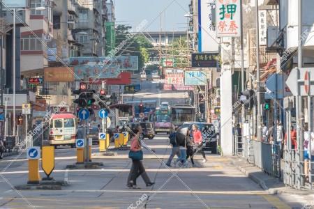 九龍城 衙前圍道 の車と歩行者