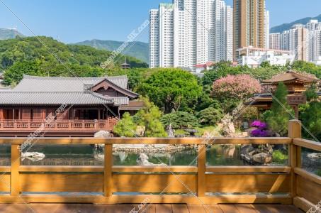 南蓮園池 見晴らし台から見る亭橋、松茶榭と池 その①