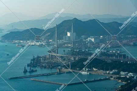 昂船洲と青衣山を繋ぐ昂船洲大橋(ストーンカッターズ橋)