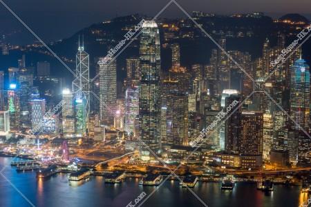セントラル(中環)の高層ビル群の夜景