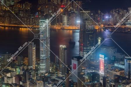 尖沙咀の高層ビルの夜景