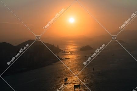 日没前の香港島・西湾付近の風景 [横向き]