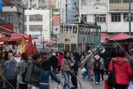 春秧街を抜ける香港トラム