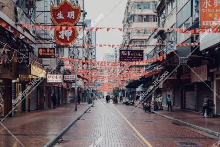 佐敦 雨の日の朝の廟街の風景