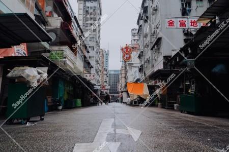 佐敦 雨の日の朝の寶靈街の露天街の風景 その②