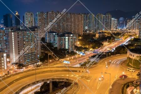 九龍湾のマンション群の夜景