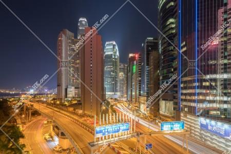 上環から見るセントラル(中環) の高層ビルの夜景 [横向き]