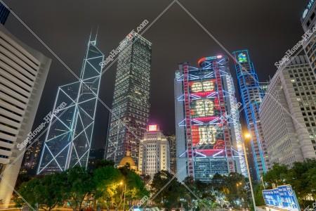 セントラル(中環) ビジネス地域のビル群の旧正月の夜景(「恭喜發財」のライトアップ)