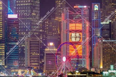セントラル(中環) ビジネス地域のビル群の旧正月の夜景(「新年進歩」のライトアップ) その⑤