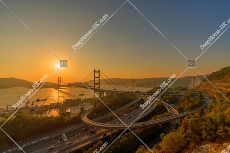 青馬大橋とインターチェンジの夕方の景色 その①