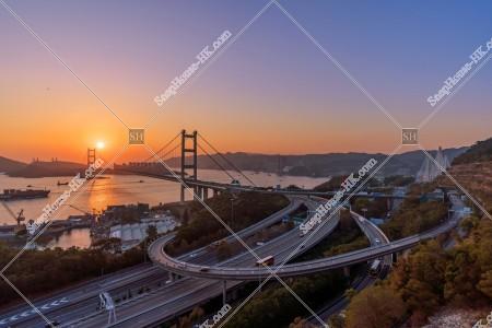 青馬大橋とインターチェンジの夕方の景色 その②