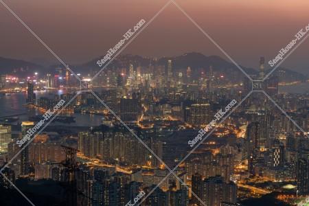 飛鵝山から見る日没後の香港の風景
