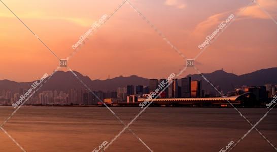 獅子山と啓德郵輪碼頭の夕景