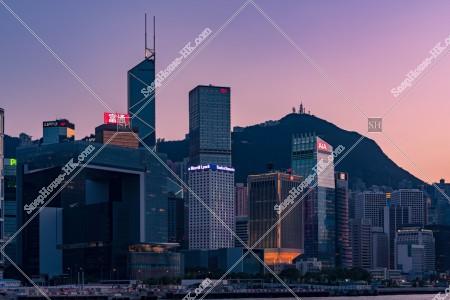 セントラル(中環)の高層ビル群の夕景 その⑤