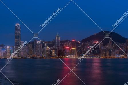 セントラル(中環)の高層ビル群の夜景 その①