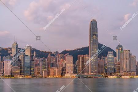 朝のセントラル(中環)の高層ビル群の風景 その①