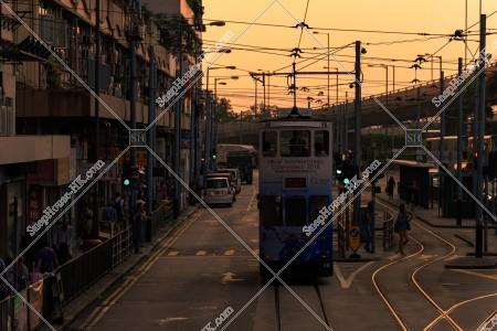 西環 夕方の街並みの風景と香港トラム