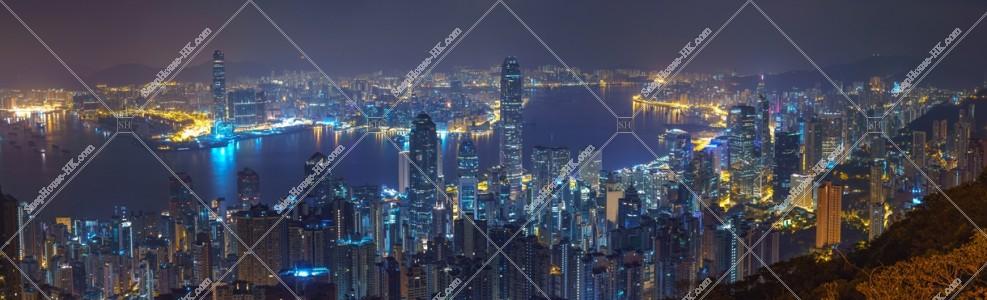 ヴィクトリア・ピークから見る香港の深夜のパノラマ風景 その①
