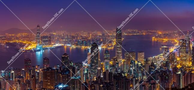 ヴィクトリア・ピークから見る香港の夜明け前の風景