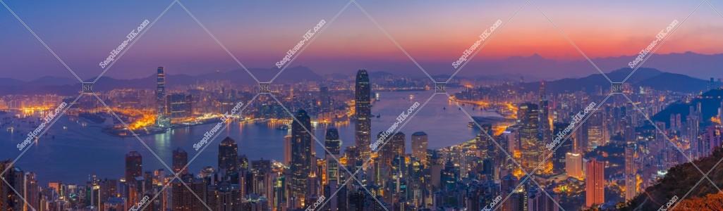 ヴィクトリア・ピークから見る香港の夜明けのパノラマ風景 その①