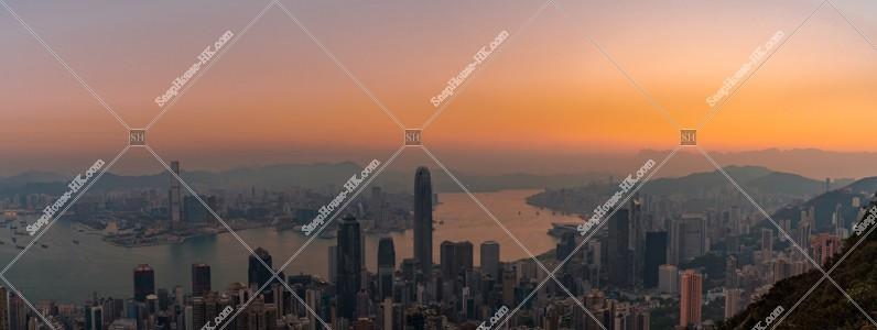 ヴィクトリア・ピークから見る香港の夜明けのパノラマ風景 その②