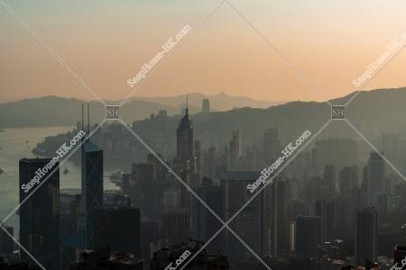 ヴィクトリア・ピークから見る香港島の早朝の風景 その⑤