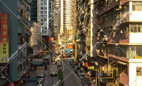 銅鑼灣 謝斐道の夕方の街並み