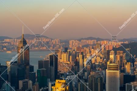 香港島の高層ビルの夕景 その①