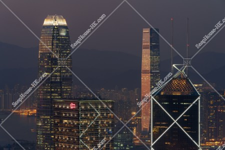 セントラル(中環)と西九龍の高層ビルの夜景 その①
