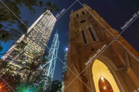 セントラル(中環) 聖ヨハネ座堂と高層ビルの夜景