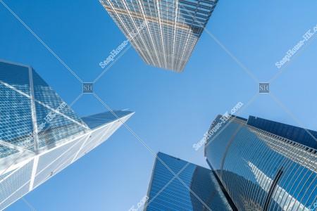 見上げて見るセントラル(中環)の高層ビル